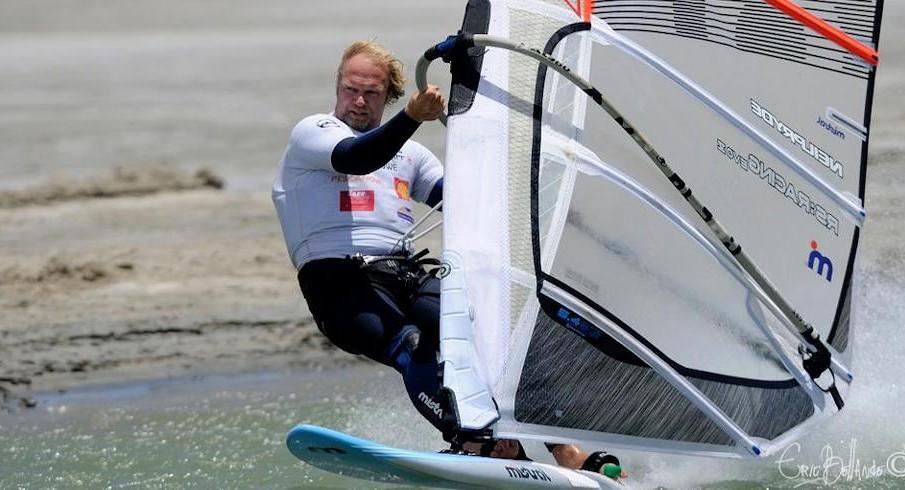 Anders Bringdal: 1mo windsurfer a 50kts sui 500mt